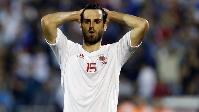 Probleme për Shqipërinë, Mavraj mungon ndaj Italisë