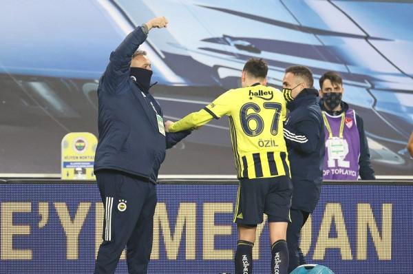 Lëndohet Mesut Ozil, mungon kundër Cikalleshit