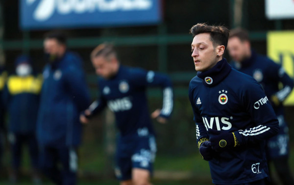 Fenerbahçe nuk paguan sivjet për Ozilin, lansohet paga vjetore