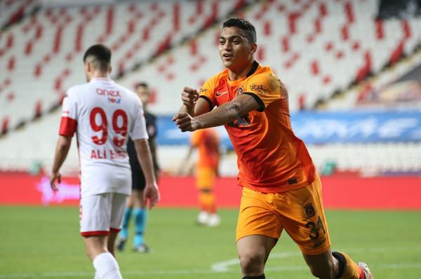 Galatasarayi përkohësisht në pozitën e dytë, pret gabimin e Fenerit