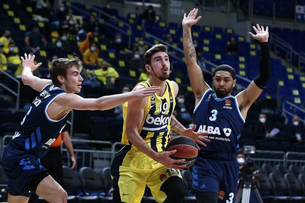 Fitorja e 10 rresht për Fenerbahçen