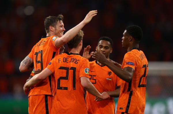 Holanda e fillon Evropianin me fitore
