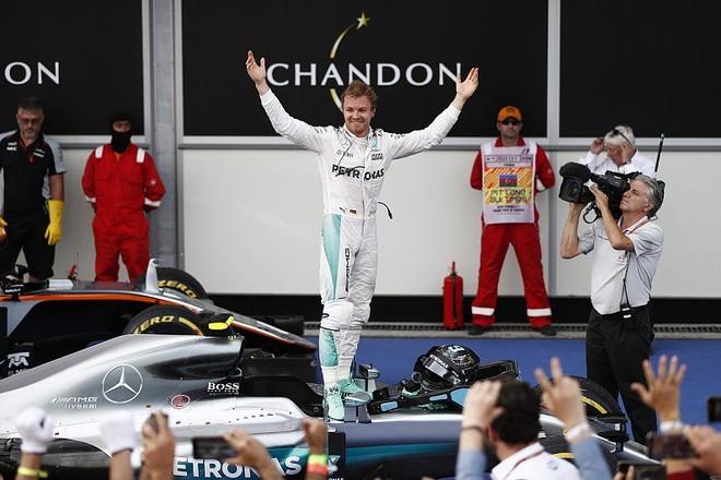 Rosberg i pari në Baku
