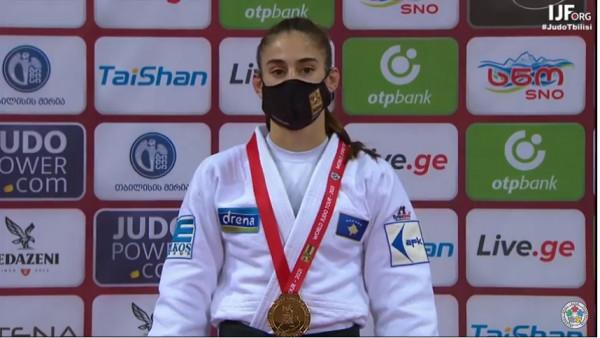 Nora Gjakova e artë në Tbilis