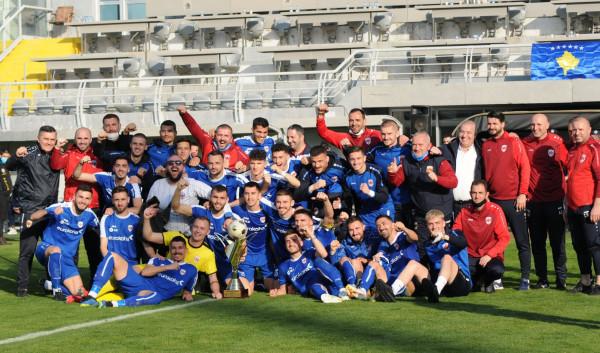 Mbrojtësja e Kupës eliminon kampionen dhe siguron çerekfinalen