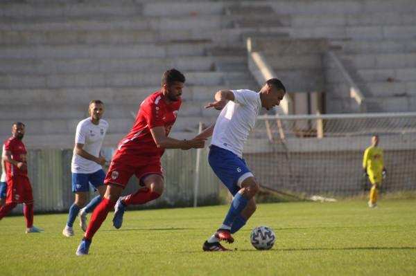 Dy gola në pjesën e parë, një futbollist debuton me gol