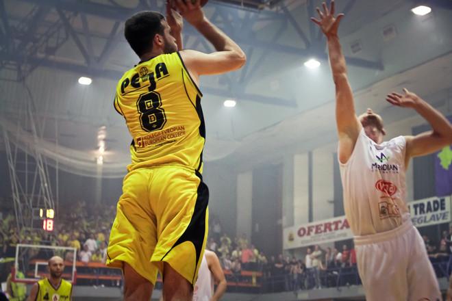 Alban Veseli vazhdon me Pejën