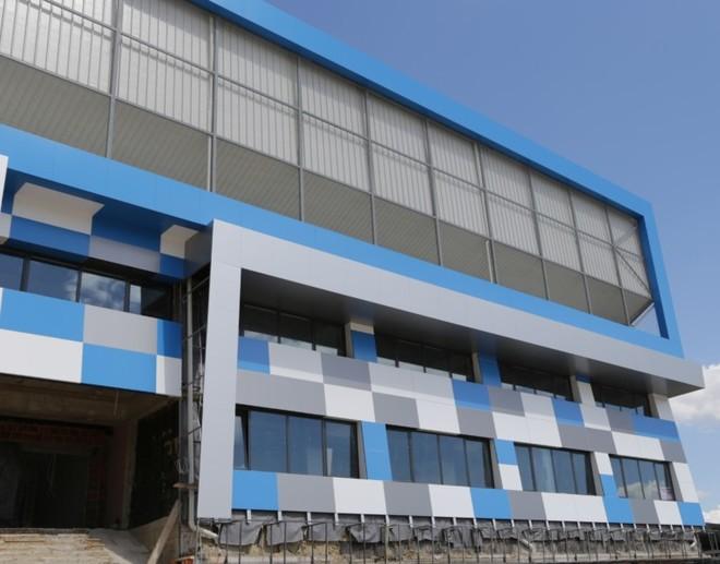 Vokrri viziton stadiumet që po rinovohen