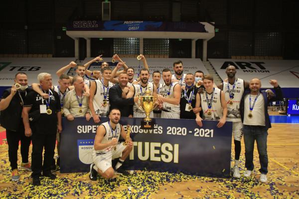 Historike! Prizreni-16 me trofeun e parë