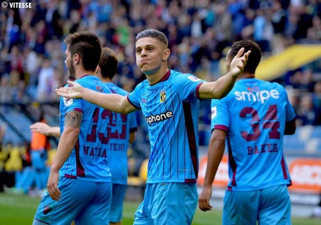 Rashica i shënon Ajaxit, Vitesse pranë fitores