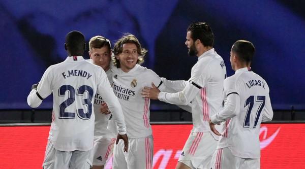 Real Madrid fiton El Clasicon, bëhet lider