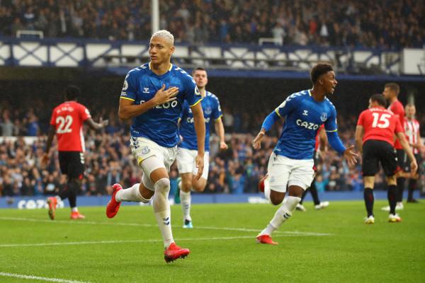 Rafael Benitez fillon me fitore karrierën te Evertoni
