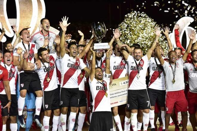 """River Plate fiton """"Superclasicon"""""""