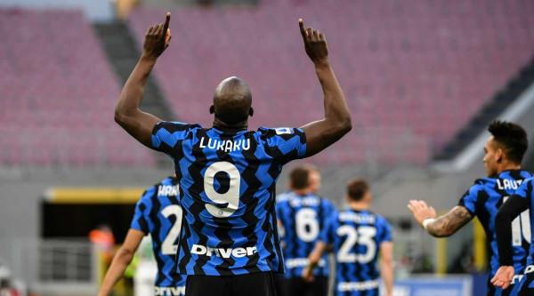 11 fitore rresht, Inter i pakapshëm