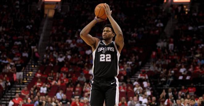 Gay vazhdon kontratën me Spurs
