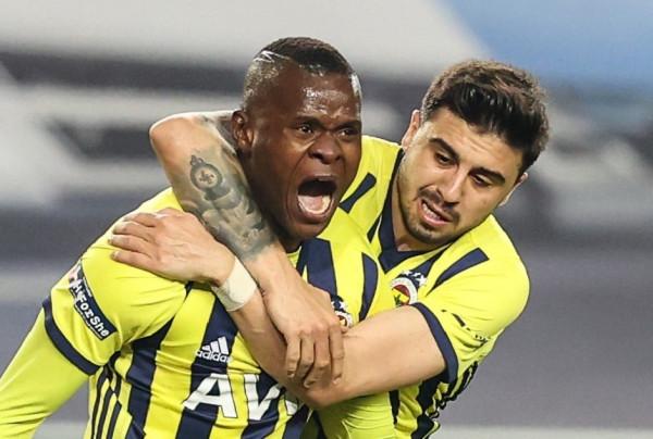 Fenerbahçe shfrytëzon gabimet, ngritet në pozitën e dytë