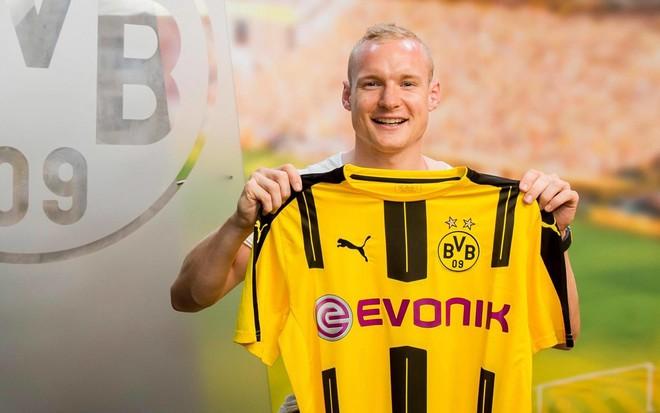 Rode nënshkruan për Dortmundin