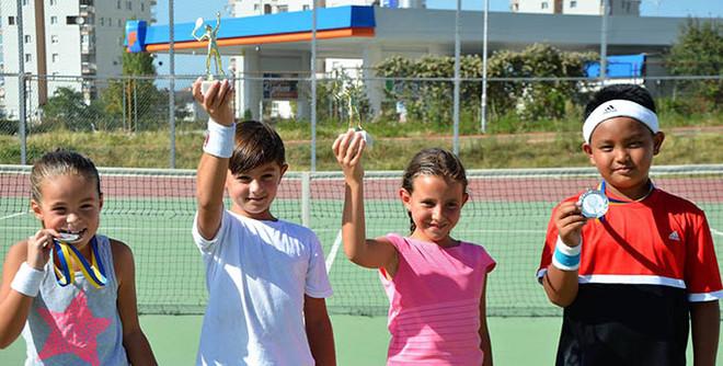 Dihen fituesit te tenistet dhe teniserët e rinj në turneun e Prizrenit
