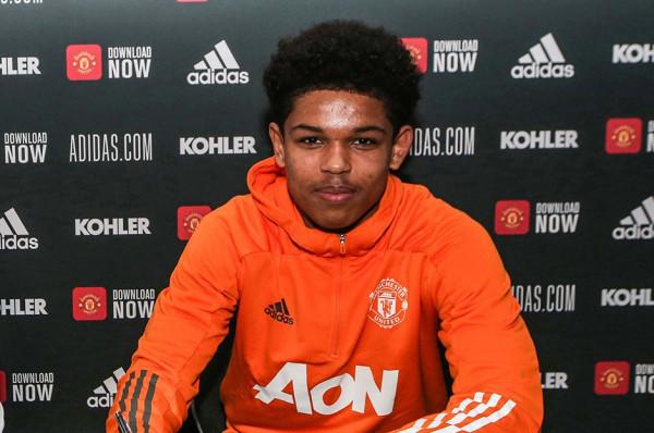 United nënshkruan kontratë profesionale me talentin 17 vjeçar