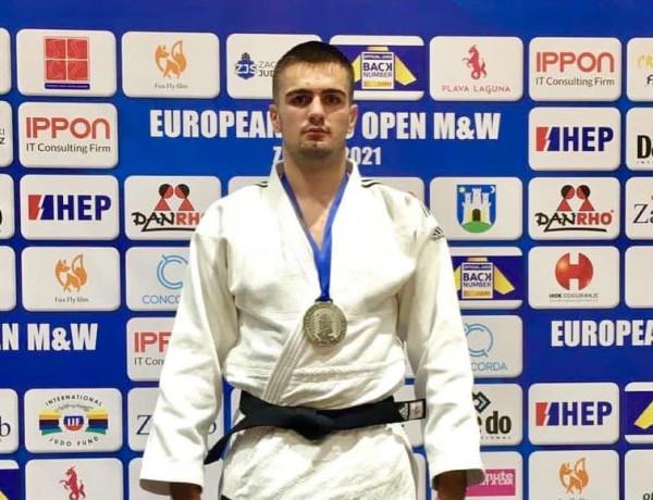 Shpati Zekaj fiton medalje të argjendtë në Zagreb