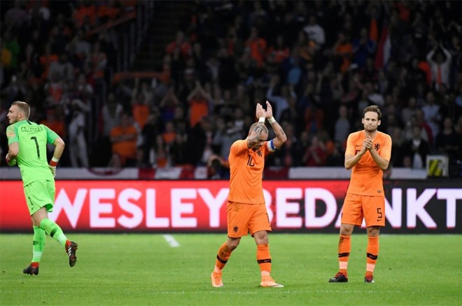 Sneijder penzionohet nga Holanda
