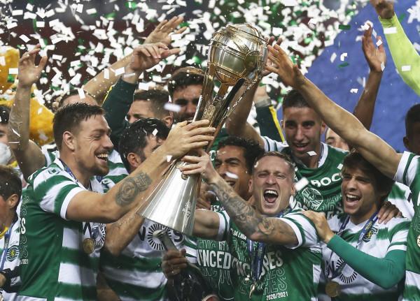 Sportingu fiton Kupën e Ligës