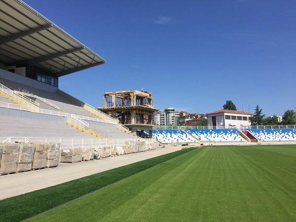 UEFA kërkon angazhim të madh për stadiumin e Prishtinës