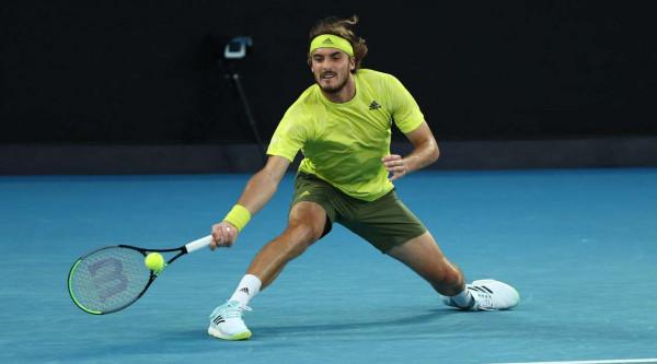 Tsitsipas nga disavantazhi 2-0, eliminon Nadalin
