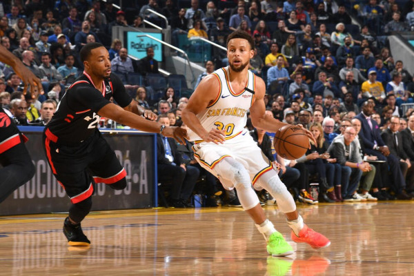 Curry kthehet me 23 pikë