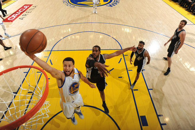 Golden State deklason Spursin