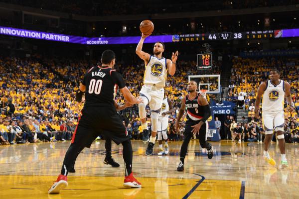 Curry kujdeset për fitoren e kampionit