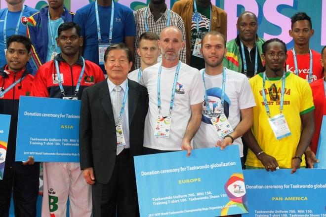 Taekwondoistët përfitojnë donacione nga Federata botërore