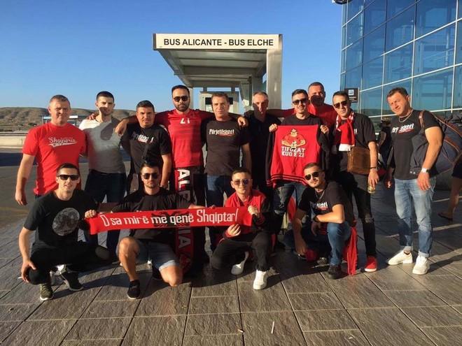 Tifozat Kuq e Zi arrijnë në Alicante