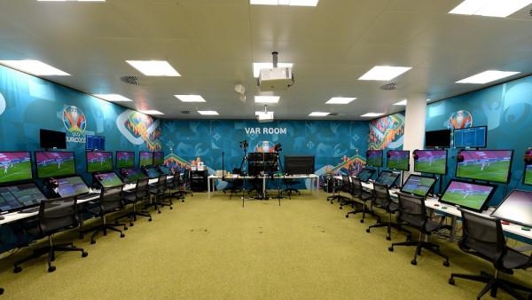 Dhoma e VAR-it për EURO, në zyret e UEFA-së