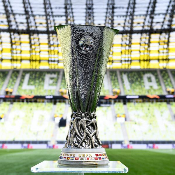 Ole kërkon trofeun e parë ndaj specialistit të UEL, Emery