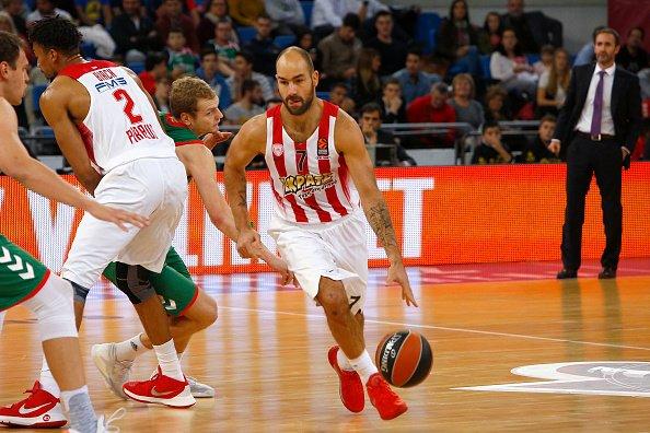 Olympiacos shpëton në fund