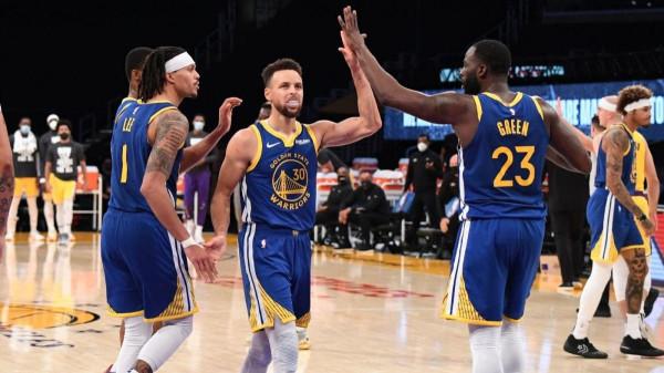 Warriors nga -19, triumfon ndaj kampionit
