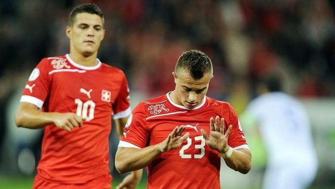 Shqiptarët shënojnë, Zvicra e nis bindshëm