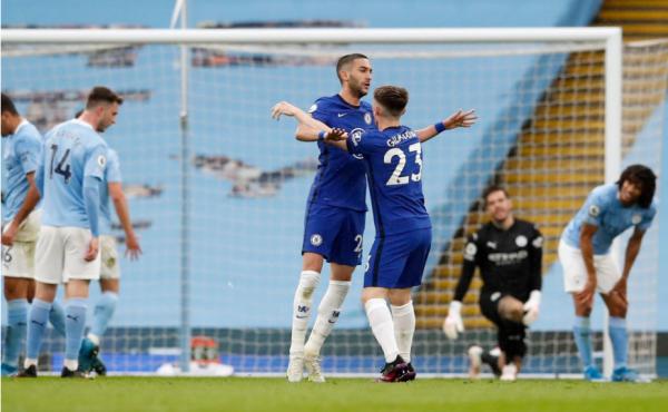 Chelsea shtyen festën e Cityt