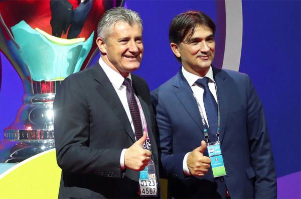 I vazhdohet kontrata e trajnerit nënkampion të Botës